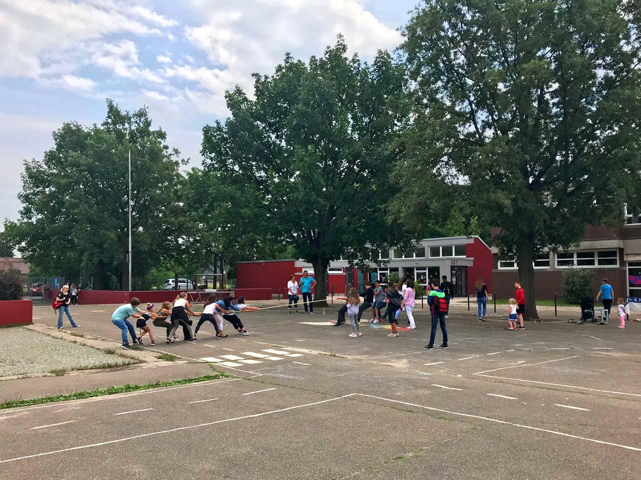 Teamgeist und Zusammenhalt, Tauziehen an der Pfrimmtal Schule