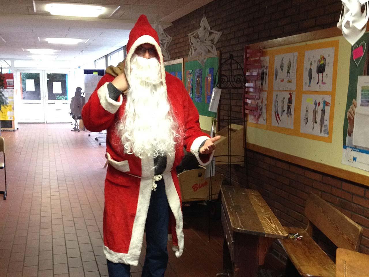 Nikolaus besucht die Pfrimmtal Schule